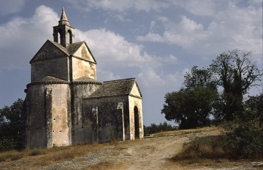 Stock Photo: 4176-37928 A small church in the countryside in Provence, France