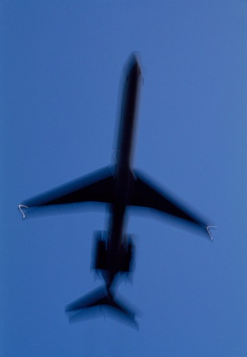 Stock Photo: 4176-4250 Low angle view of an airplane in flight