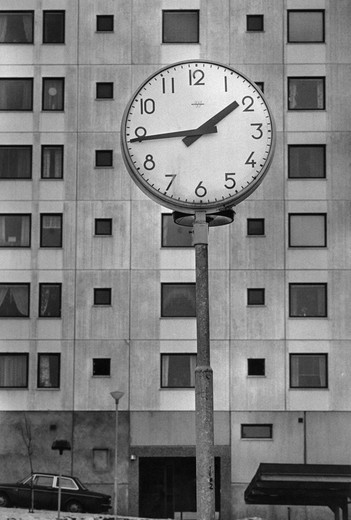 Stock Photo: 4176-473 Clock in front of an apartment