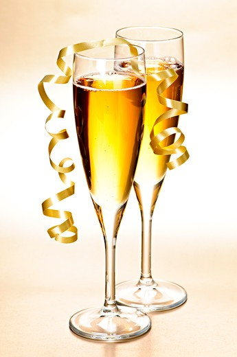 Two full champagne flutes with sparkling wine and ribbon : Stock Photo