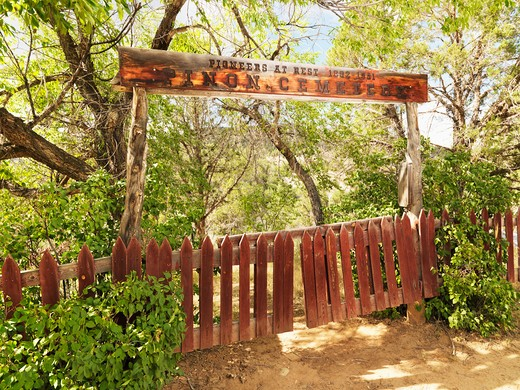 Pioneer cemetery entrance with gate and sign in woods. : Stock Photo