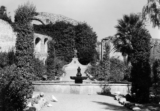 1940S 1950S Garden Of San Juan Capistrano Mission California : Stock Photo