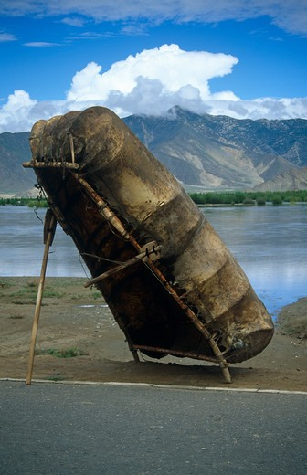 Yak Skin Boat, Tsang County, Tibet : Stock Photo