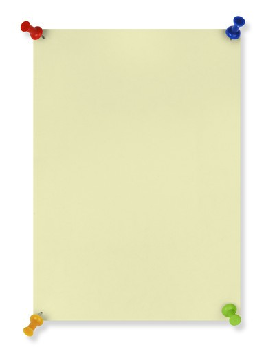 blank yellow note with four colored pushpins crated as a framing device for short articles in newsletters and brochures. isolated with clipping path : Stock Photo