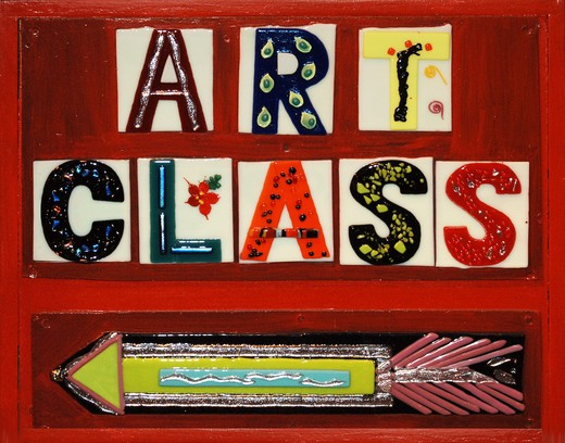 signs that sayss   Art Class  using ceramic tiles on a red, painted wooden sign : Stock Photo