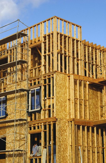 wood framing on multi-unit building : Stock Photo