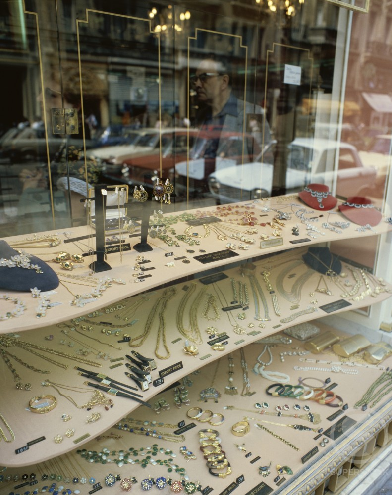 Jewelry displayed in a jewelry store window : Stock Photo