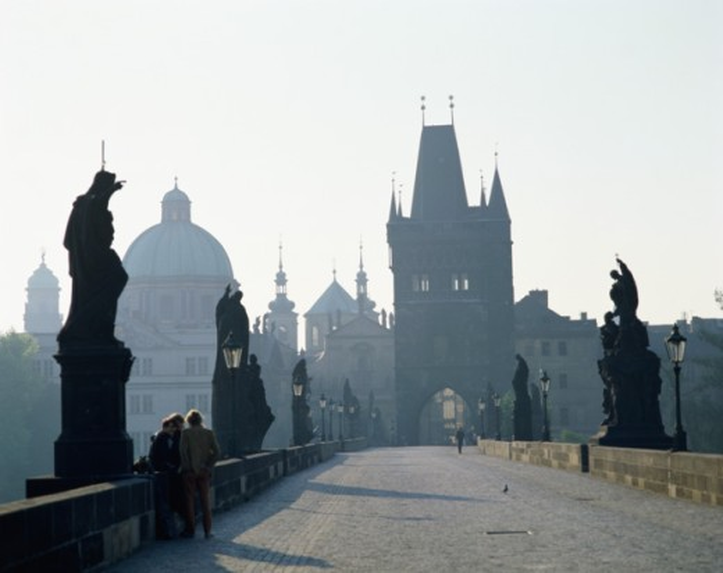 Stock Photo: 42-7391 Tourists on a bridge, Charles Bridge, Prague, Czech Republic