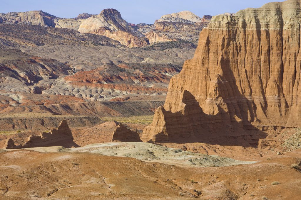 Arid desert and sandstone buttes, Capitol Reef National Park, Utah : Stock Photo