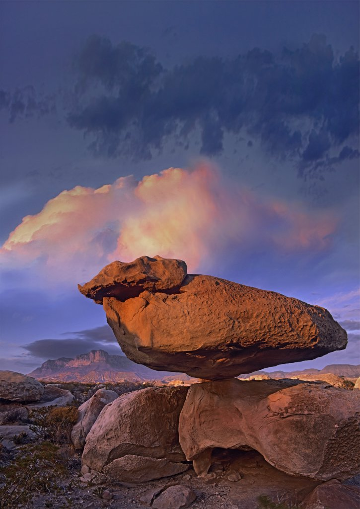 Balancing rock formation, Guadalupe Mountains National Park, Texas : Stock Photo