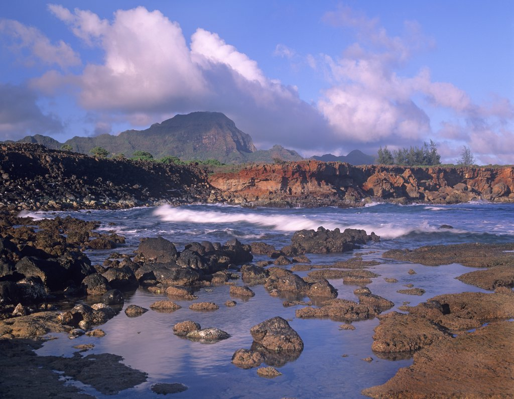 Rocky shore and cliffs at Shipwreck Beach, south shore of Kauai, Hawaii : Stock Photo