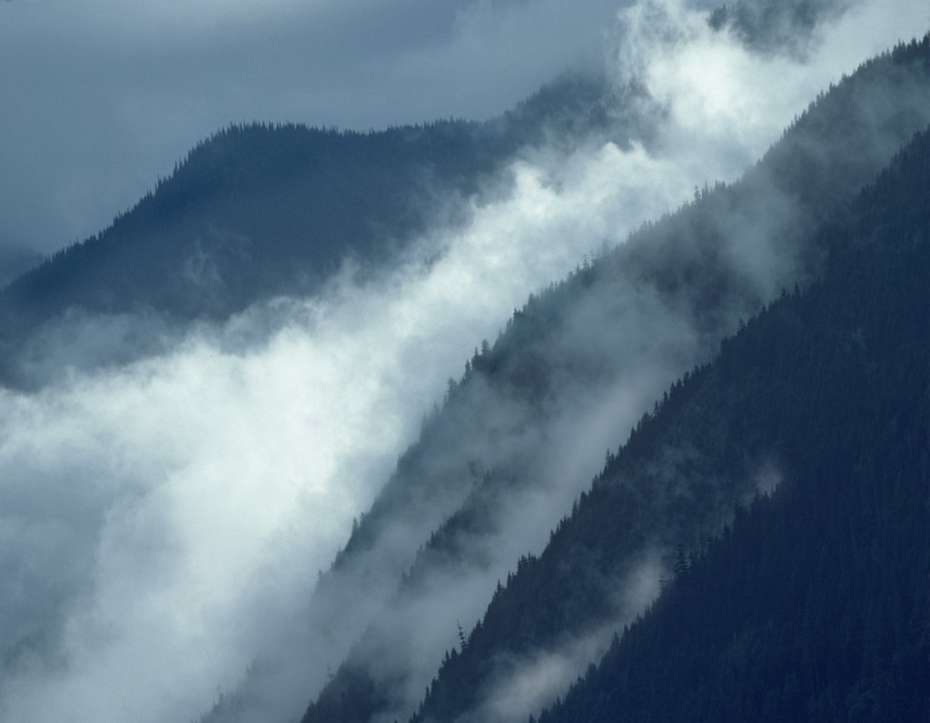 Mist rising in the Cascade Mountains near Hope, British Columbia, Canada : Stock Photo