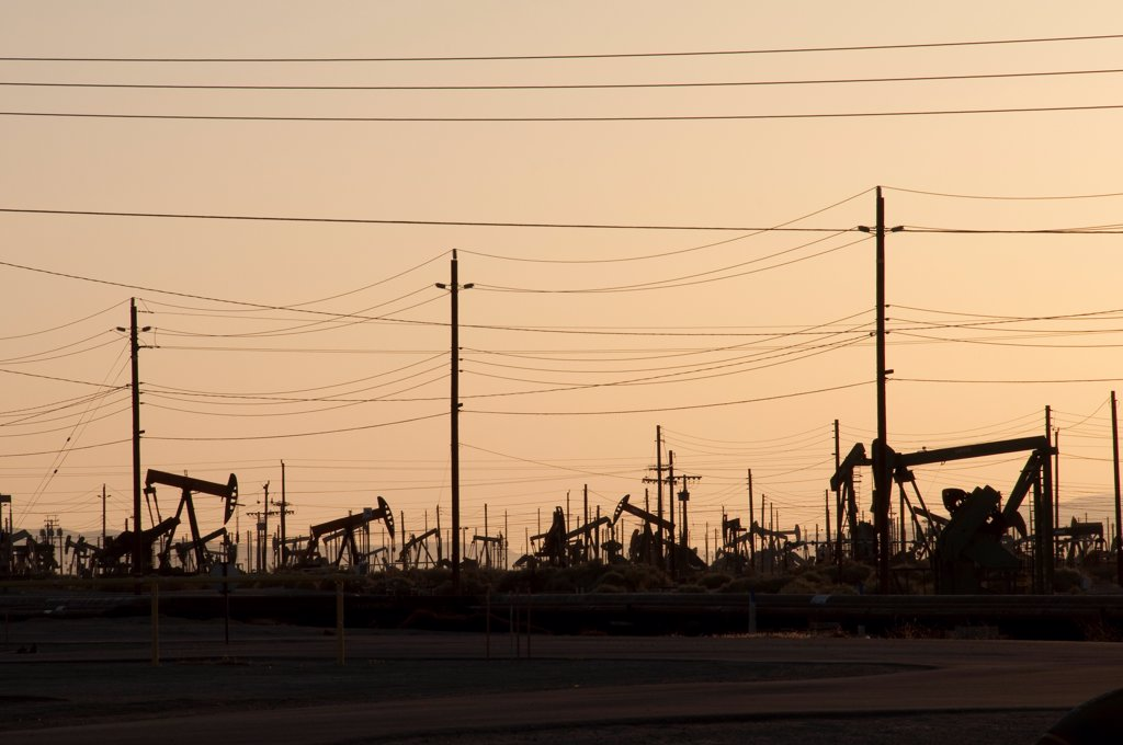 Stock Photo: 4201-92509 Oil rigs near Bakersfield, southern California
