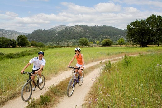 Couple riding bicycles on rural path : Stock Photo