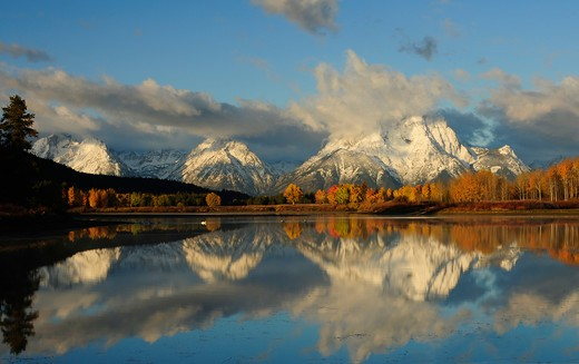 Stock Photo: 4218R-1049 USA, Wyoming, Grand Teton National Park, Oxbow Bend, Snake River and mountains at sunrise