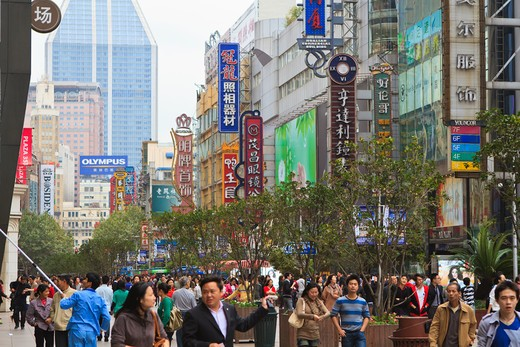 Stock Photo: 4219-203 Crowd on the street, Nanjing Road, Shanghai, China