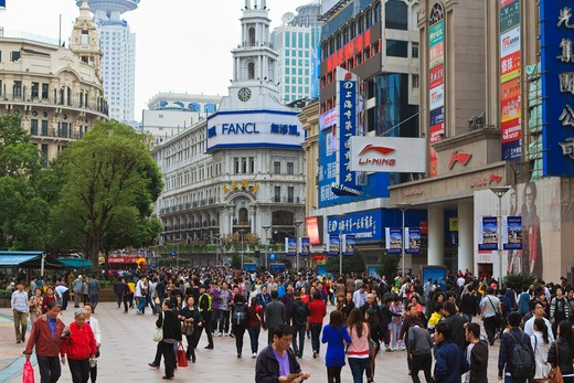 Stock Photo: 4219-204 Crowd on the street, Nanjing Road, Shanghai, China