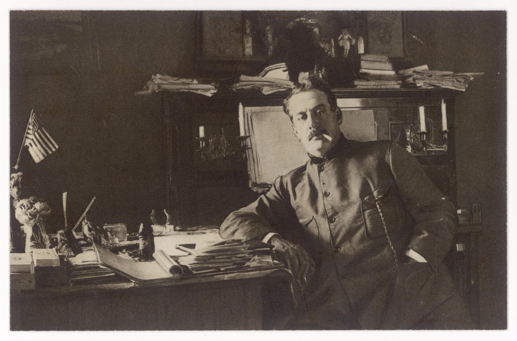 GIACOMO PUCCINI  Italian composer, in his study       Date: 1858 - 1924 : Stock Photo