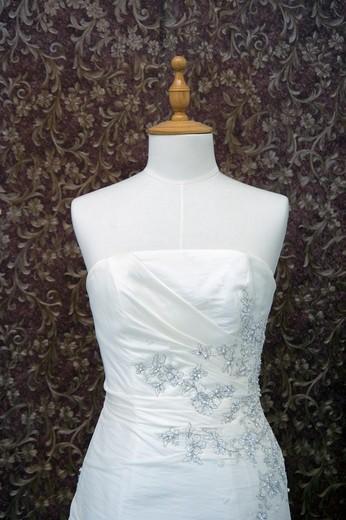 A traditional white wedding dress : Stock Photo