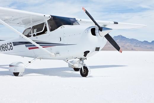 Cessna aircraft on Bonneville Salt Flats : Stock Photo
