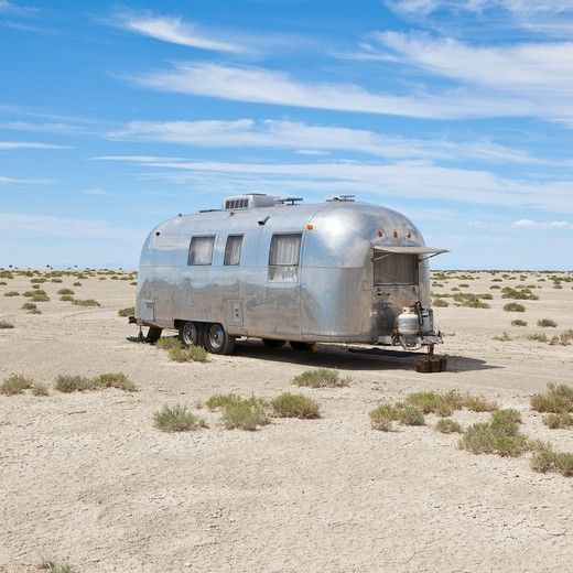 Vintage Airstream trailer in desert : Stock Photo