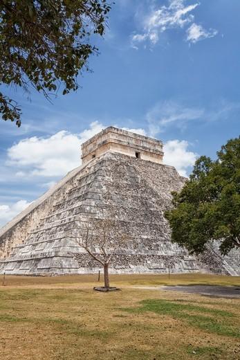 Kukulkan Pyramid at Chichen Itza, Quintana Roo, Mexico : Stock Photo