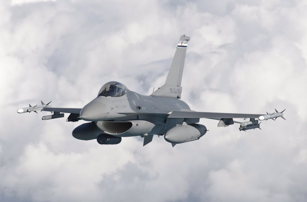 Stock Photo: 4239R-2985 An F-16 Fighting Falcon from the Colorado Air National Guard in flight over Brazil during Exercise CRUZEX V in Brazil.