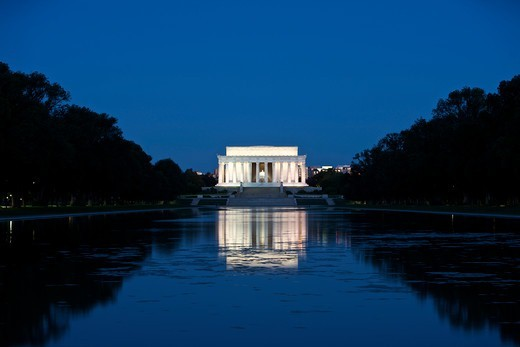 Lincoln Memorial reflection in pool, Washinton D.C., USA. : Stock Photo
