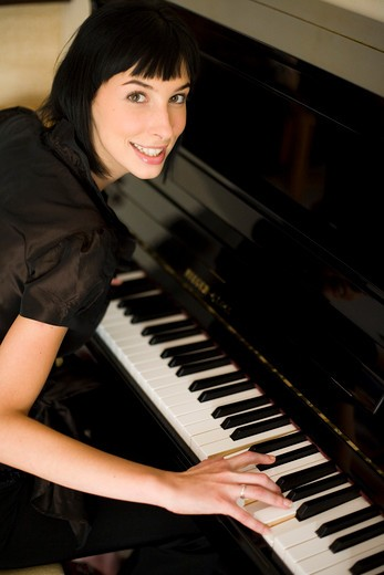 Stock Photo: 4252-12599 Woman piano
