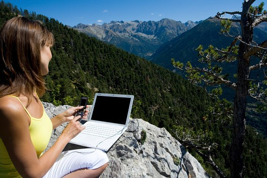 Stock Photo: 4252-12952 Woman mountain computer.