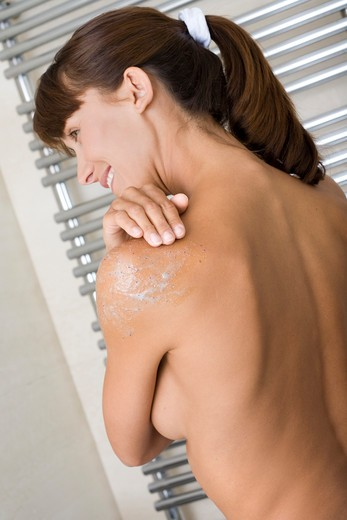 Stock Photo: 4252-13755 Woman exfoliation shoulder.