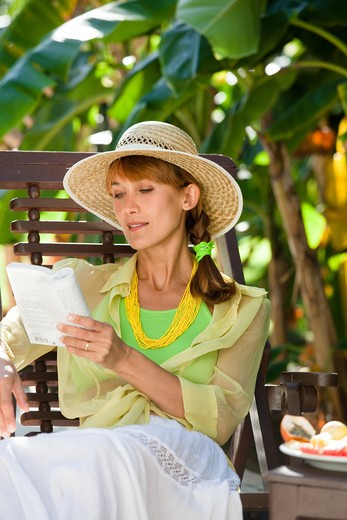Stock Photo: 4252-19399 Woman reading summer