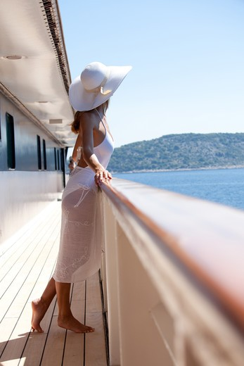 Stock Photo: 4252-22522 Woman cruise