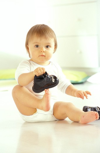 Stock Photo: 4252-25454 Baby and shoes