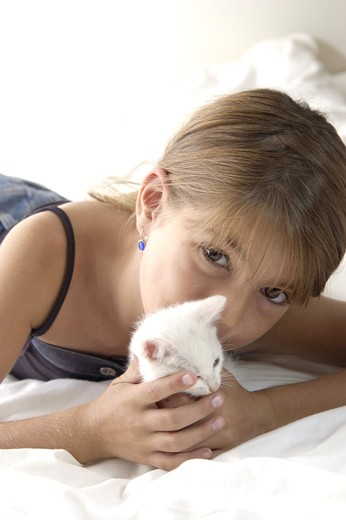 Stock Photo: 4252-27619 Little girl with a cat