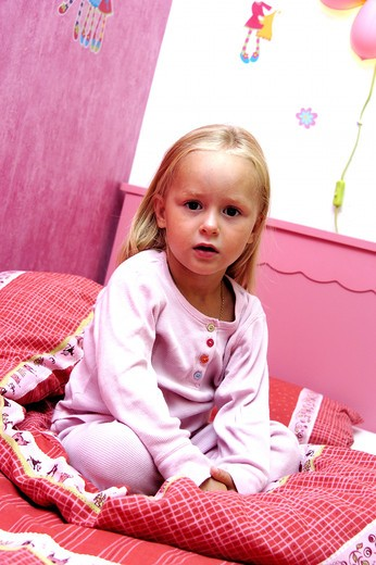 Stock Photo: 4252-29057 Little girl bed