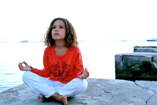 Stock Photo: 4252-30358 Little girl yoga