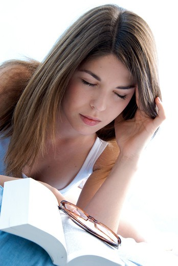 Stock Photo: 4252-30600 Teenage girl reading