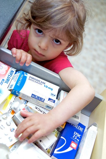 Little girl medication danger : Stock Photo