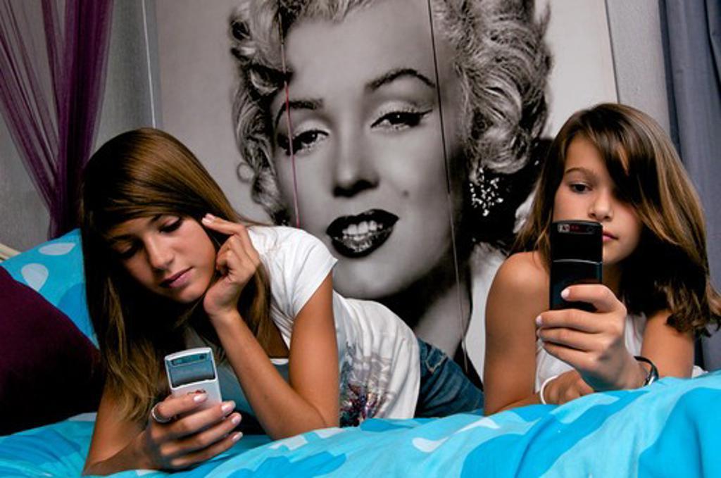 Stock Photo: 4252-32434 Girls mobile phone