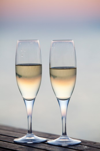 Stock Photo: 4252-32960 Flutes champagne