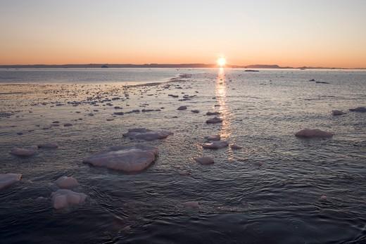Ice Floes & Icebergs from Ilulissat Kangerlua Icefjord at Sunset,Ilulissat (Jakobshavn), Disko Bay, Kitaa, Greenland, Europe : Stock Photo