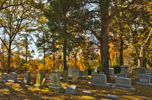 USA, Virginia, Hungars Episcopal Church, Cemetery in autumn : Stock Photo