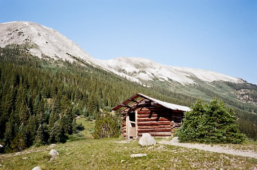 Abandoned cabin from the last century stand sturdy at the base of the Rocky Mountains, Colorado, USA : Stock Photo