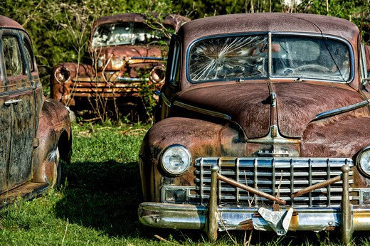Stock Photo: 4260-1325 Abandoned rusty cars in a field, Sevierville, Tennessee, USA