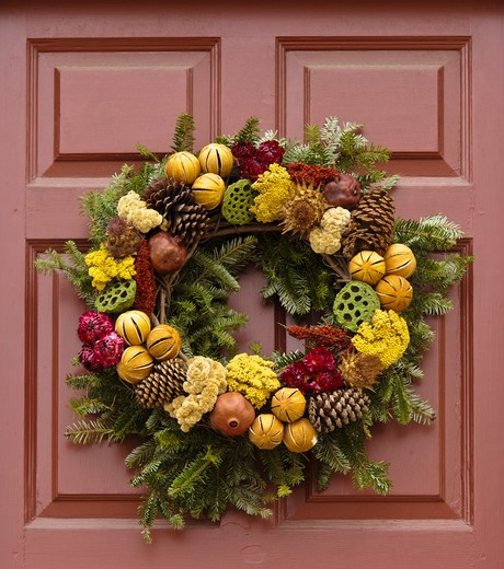 Stock Photo: 4260-1377 Handmade Christmas decorated wreath hanging from a door, Williamsburg, Virginia, USA