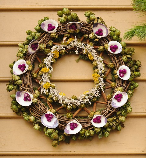 Stock Photo: 4260-1381 Handmade Christmas decorated wreath hanging from a wall, Williamsburg, Virginia, USA