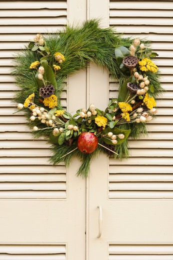 Stock Photo: 4260-1394 Handmade Christmas decorated wreath hanging from a door, Williamsburg, Virginia, USA