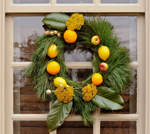 Stock Photo: 4260-1395 Handmade Christmas decorated wreaths hanging from a window, Williamsburg, Virginia, USA