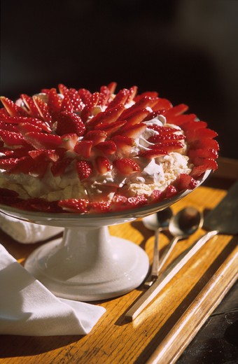 Meringue pie with strawberries and cream, Italy : Stock Photo